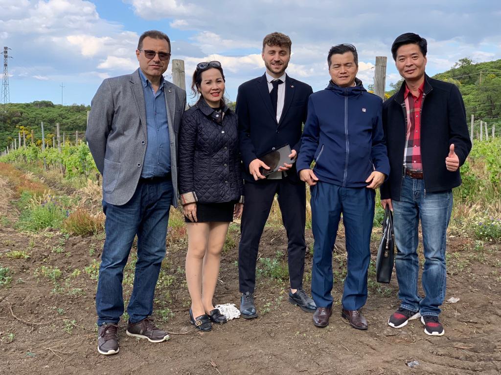 Prima visita guidata a Solicchiata, dal Vietnam per i nostri vini dell'Etna…