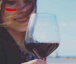 Il nostro Etna Rosso Tìade nasce dal Nerello Mascalese che genera un vino dal carattere forte e deciso, di grande eleganza e classe come le donne che costituivano il corteggio di Dioniso, chiamate Baccanti o Tìadi. . Un vino caldo e robusto, di colore rosso rubino come il simbolo dell'amore, della passione che si trasforma in male ed in violenza, e simbolo della femminilità che purtroppo, oggi, troppe volte viene violata. Una donna che si appropria del rosso può voler esprimere carattere, comunicare indipendenza, emancipazione, forza, determinazione. Questo è Tìade, il vino vulcanico ed esplosivo che abbiamo dedicato alle donne. . Le Donne vanno amate e rispettate sempre. Non solo il 25 novembre, ma ogni giorno dell'anno. . #saynotoviolence . . 🍷Vini 🌊 mari 🌋 vulcani _______________________________ www.marchesedellesaline.com . . #instagood #photooftheday #food #instafood #italy #wine #vino #winelover #winery #winelovers #instawine #vinho #vin #whitewine #winestagram #winecountry #wein #winelife #winegeek #winemaker #naturalwine #vinoitaliano #etnawine #italianwines #summer #nerellomascalese #sicily #etna #etnarosso