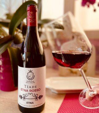 La domenica è casa, famiglia, amici ed immancabilmente Etna Rosso Tiade 🌋 🍷Vini 🌊 mari 🌋 vulcani _______________________________ www.marchesedellesaline.com Ph. @paolopelleig #tiade #photooftheday #nature #volcano #nerellomascalese #italy #wine #vino #winelover #winery #winelovers #instawine #vinho #vin #sicilia #winestagram #sunday #wein #winelife #winegeek #winemaker #naturalwine #vinoitaliano #etnawine #italianwines #summer #catania #etna #etnarosso