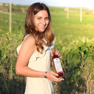 Tra le vigne storiche di Marsala, nasce il nostro passito naturale da uve zibibbo. 🍇 . La nostra giovane enologa Flavia, segue la produzione di questo favoloso vino da meditazione, che affina 12 mesi in botti di rovere francese ❤️⚜️ . . 🍷Vini 🌊 mari 🌋 vulcani _______________________________ www.marchesedellesaline.com . Ph. @nadia_b_world . #instagood #photooftheday #zibibbo #marsala #instafood #natural #wine #vino #winelover #winery #winelovers #instawine #vinho #vin #whitewine #winestagram #winecountry #wein #winelife #winegeek #winemaker #naturalwine #vinoitaliano #italy #italianwines #summer #organic #passitonaturale